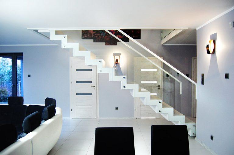 Drewniane schody do naszego domu, czy warto?