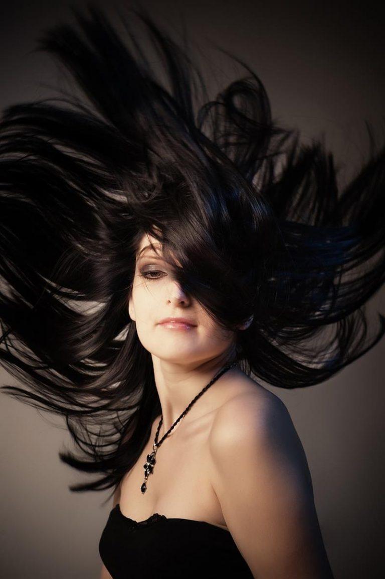 Wskazówki, jak zapuścić włosy do normy